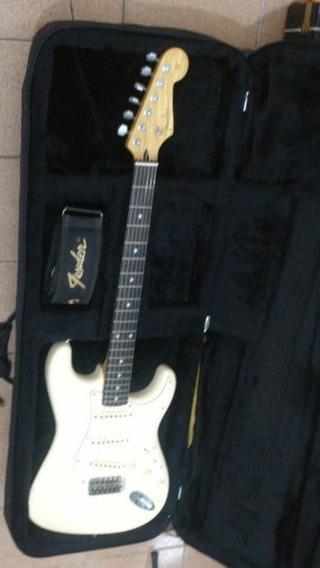 Fender Stratocaster Japan 1998 Trocas