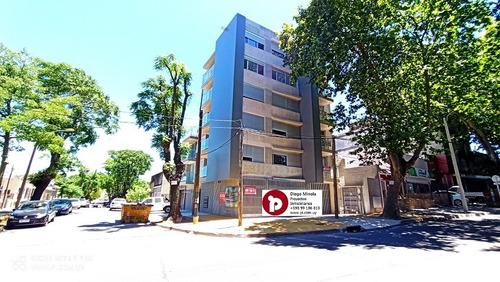 Venta Apartamento Prado De 2 Dormitorios Con Parrillero.