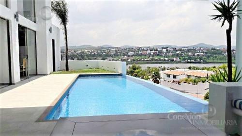 Casa En Renta En Juriquilla, En Privada Lomas Del Lago Con Alberca