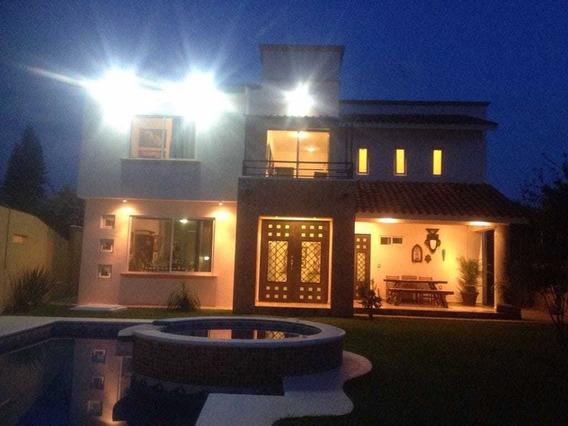 Casa Hermosa En Yautepec Mor. 395 M. En Fracionmiento Viyaut