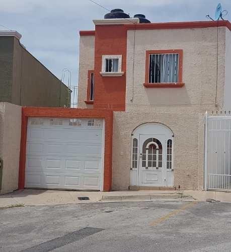 Excelente Casa Frente A Parque, Fraccionamiento Privado, Equipada, Patio Con Asador.