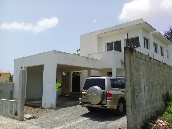 Se Vende De Oport. Casa Casi Terminada En La Urb. 27 De Feb.