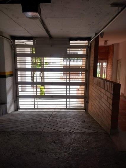 Apartamento En Laureles, Cerca Al Primer Parque, Carulla