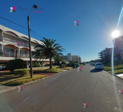Muy Lindo Apartamento En Venta A Metros De La Playa - Ref: 9486