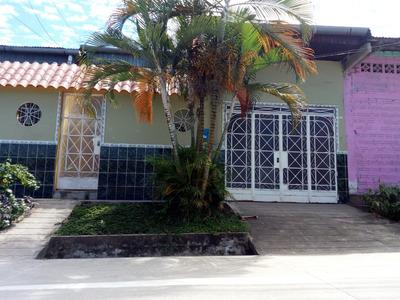 Casa Con Garaje, 3 Dormitorios, 2 Baños Y Aire Acondicionado