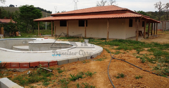 Sítio A Venda No Bairro Machadinho Em Guaratinguetá - Sp. - St106-1