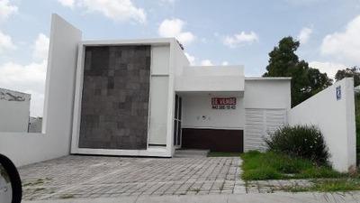 Residencia Hermosa En Venta, En Juriquilla