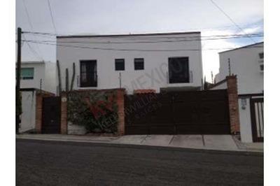 Casa En Renta Fraccionamiento Privada Juriquilla (cerro La Media Luna 126)