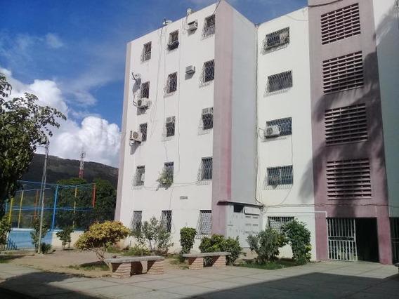 Apartamento En Venta En Barquisimeto Mls 20-1920 Rbl