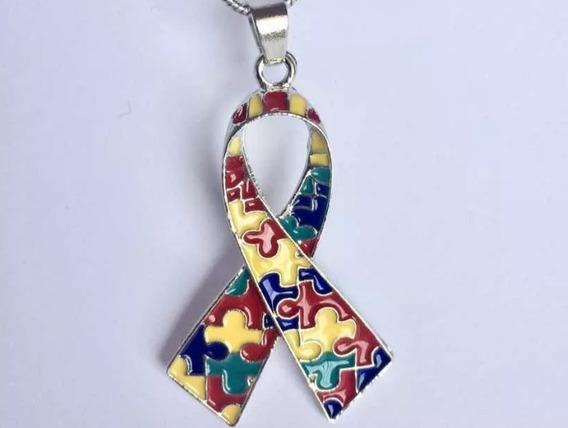 Colar Pigente Símbolo Autismo Autista Laço Quebra-cabeça