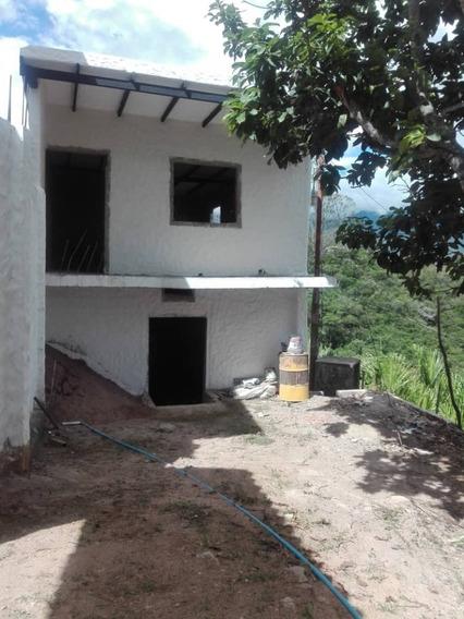 Casa En Venta En Gris En San Cristobal