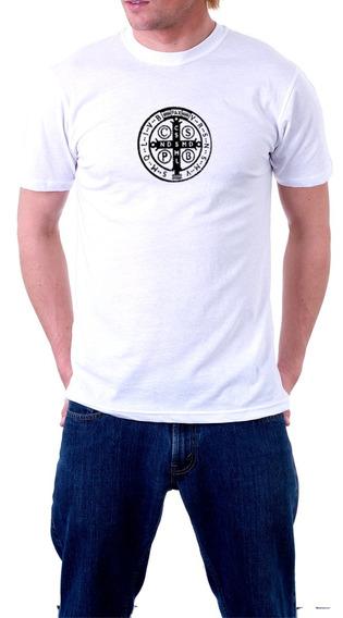 Camiseta Branca Com Medalha De São Bento