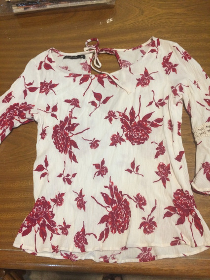 Camisa Blanca Con Flores Rojas