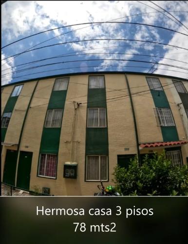 Imagen 1 de 11 de Casa De Tres Pisos, 78 Mts2, 3 Habitaciones, 2 Baños
