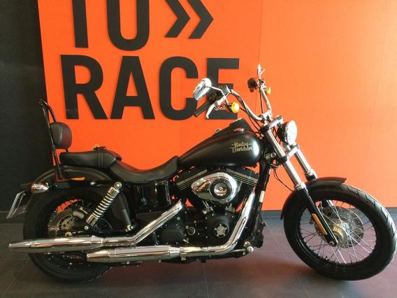 Harley Davidson - Street Bob - Preta