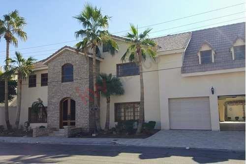 Se Vende Hermosa Casa En Privada Del Sol Residencial Cataviña.