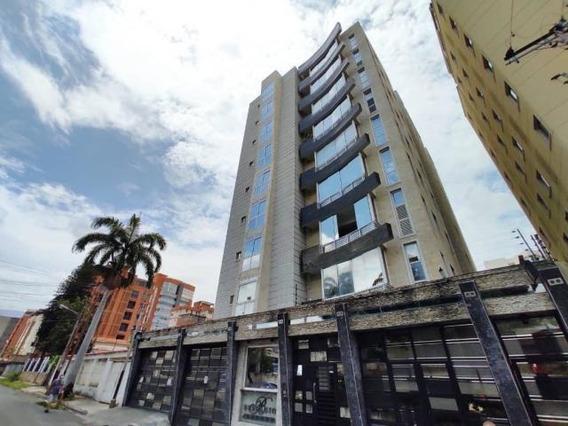 Apartamento En Venta Urb. El Bosque - Maracay 20-18371hcc