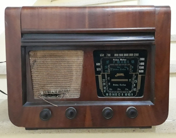 Antigo Rádio Valvulado Com Vitrola