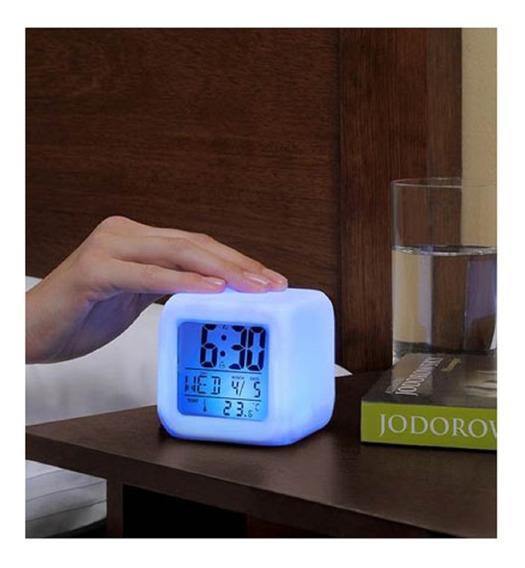 Despertador Con Luz De Colores Mide 8x8x8 Cm Es Despertador