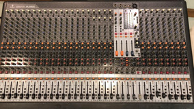 Mesa De Som Behringer Xenyx 32 Canais Xl3200 Ótimo Estado!
