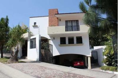 Hermosa Casa En El Palomar, Excelente Estado