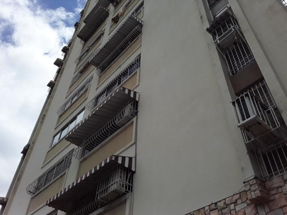 Apartamento En Venta En Parque Aragua 19-14055 Jev