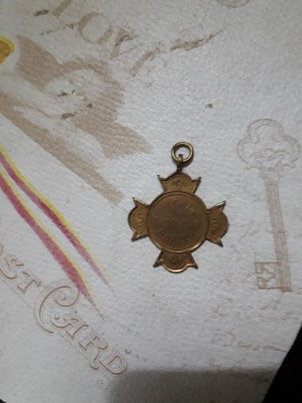 Antigua Medalla Al Mérito 4 Centímetros X 4 Centímetros
