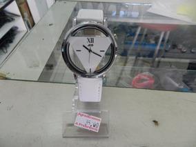 Relógio Analógico Feminino Importado Triangulo Preto Branco