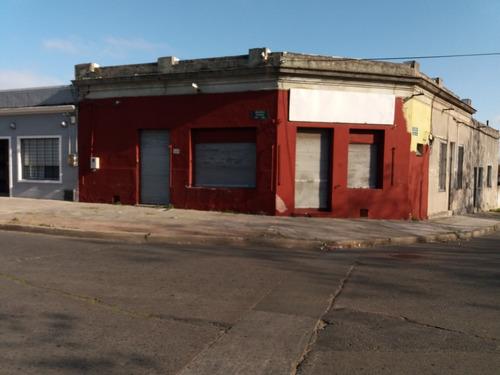 Alquiler Local Comercial Esquina En Barrio Aires Puros
