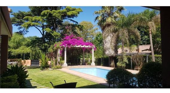 Casa En Venta Con Pileta, Con Parque Y Arboleda