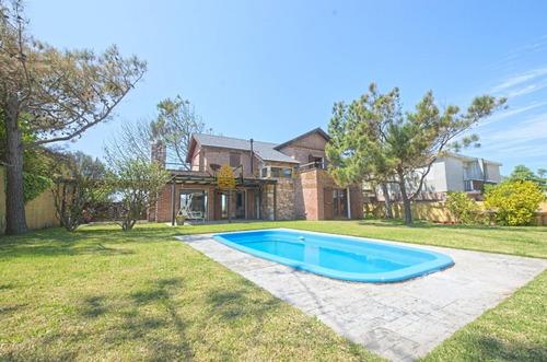 Casa En Alquiler De 4 Dormitorios, Piscina Y Barbacoa En San Rafael.- Ref: 3875