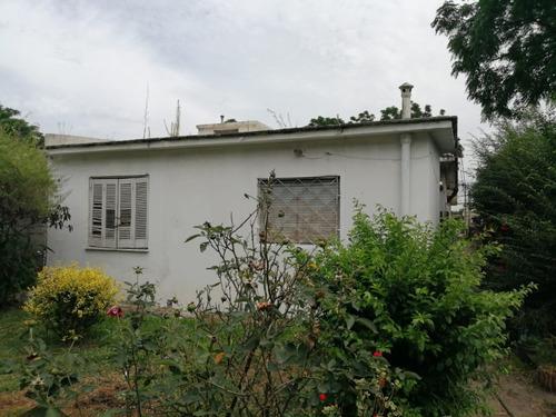 Acm Apto/casa De 1 Dorm En Ph Con Lindo Jardín