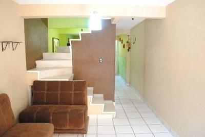 Excelente Casa Cuenta Con Tres Niveles
