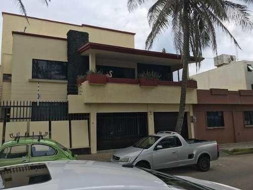 Casa En Venta, Lázaro Cárdenas. Col. Centro