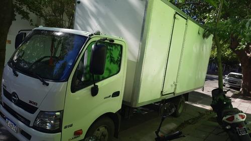 Camion  Hino (toyota)  816 Con Caja ( No Iveco No Accelo )