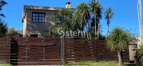 Casa 3 Dormitorios 2 Baños En Barrio La Fortuna- Ref: 1067