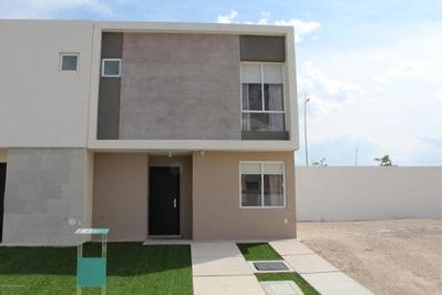 Casa En Venta En Zakia, El Marques, Rah-mx-19-359