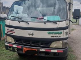 Camión Hino Dutro 2006
