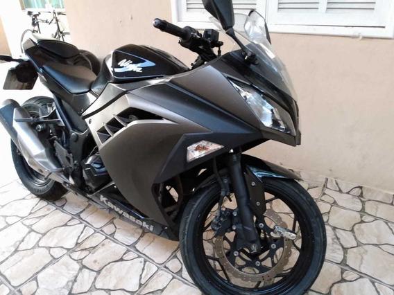Kawasaki Ninja 300 Preta