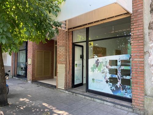 Imagen 1 de 12 de Local Comercial En El Centro De Pilar - Dueño Directo