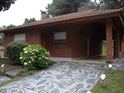 Casa Chalet En Valeria Del Mar. 5 Amb, 2 Baños. Hermosa