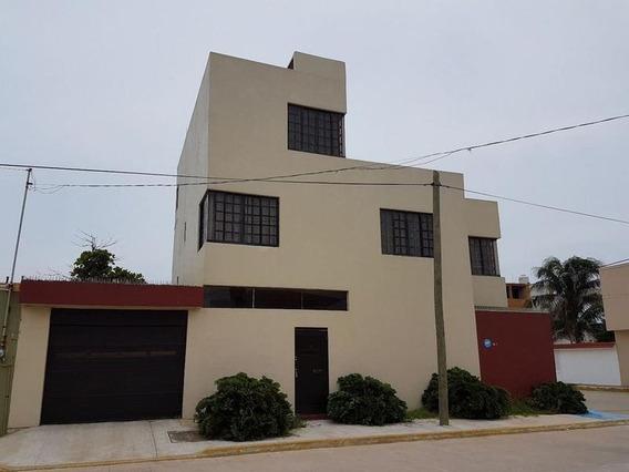 Residencia En Venta O Renta, Cerca Del Malecón, Coatzacoalcos, Ver.