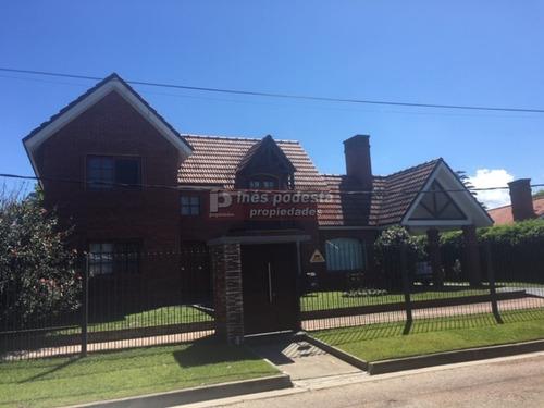 Casa En Zona De Colegios- Ref: 8920