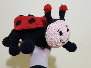 Amigurumi Joaninha de crochet Renata Vieira - YouTube | Joaninha ... | 240x320