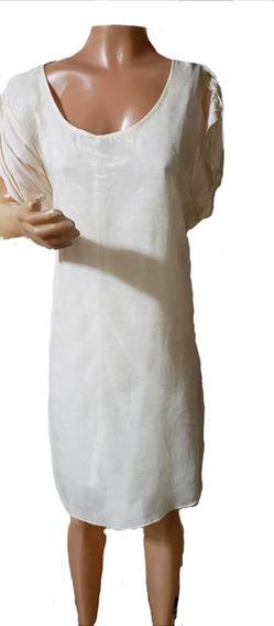 Vestido De Gasa Labrada, Con Manguitas Caidas, Escote Red.