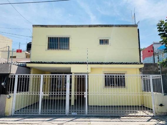 Casa De Dos Plantas Para Oficina O Vivienda En Col. Vallarta