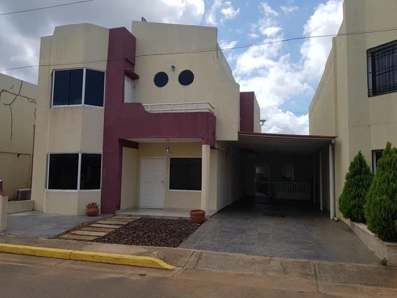 Tomwhouse Urb Los Pomelos La Paragua