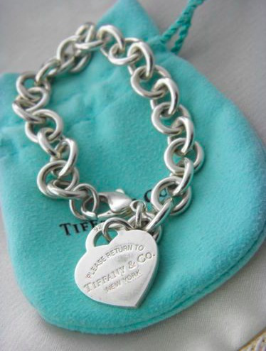 Tiffany & Co Brazalete Con Dijes De Placa Estilo Corazón