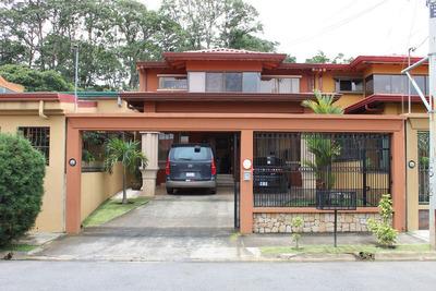 Casa Elegante En Venta En Santo Domingo De Heredia (nhp-411)