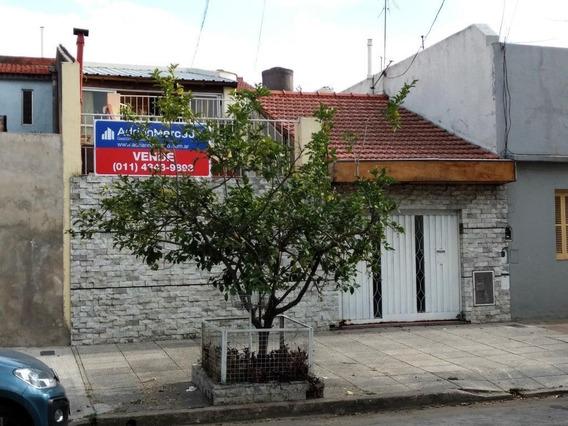 Casa 4 Ambientes Con Patio, Parrilla, Cochera Y Terraza.